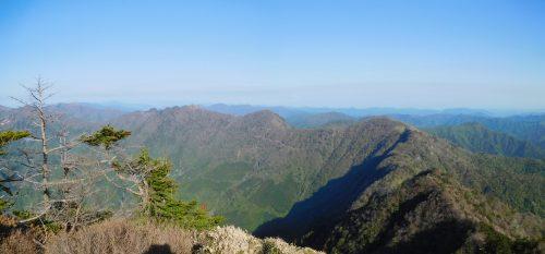 東黒森から伊予富士、寒風山までの南から東方面の大パノラマ