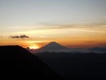 富士山横から昇るご来光