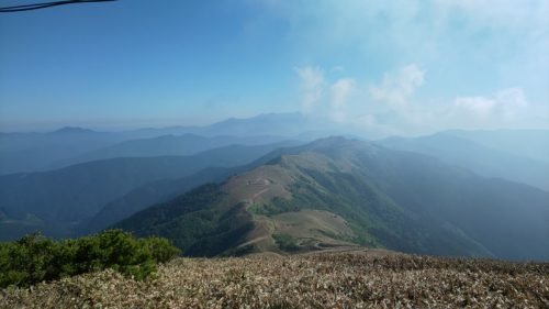 中津明神山から望む天空の林道
