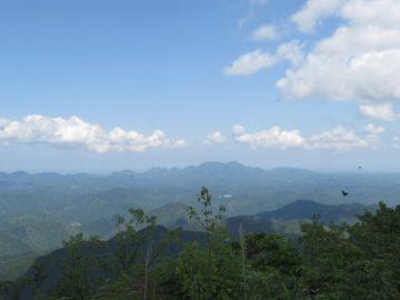 石見冠山山頂から見る大江高山