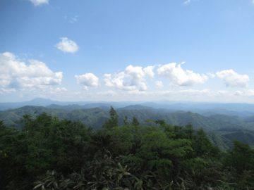 三瓶山を望む
