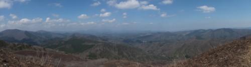 北から東方面のパノラマ。中国山地の山々が一望!