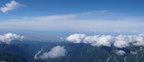剣岳山頂より富山平野を望む