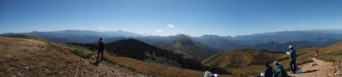 巻機山最高地点から南側方面のパノラマ。