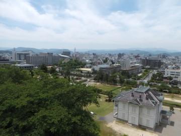 鳥取城跡から鳥取市街地を望む