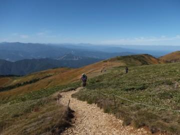巻機山最高地点への道