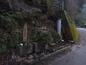 土釜の岩清水