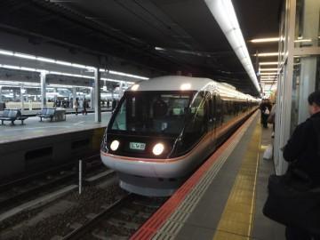 大阪駅に停車中の特急ワイドビューしなの