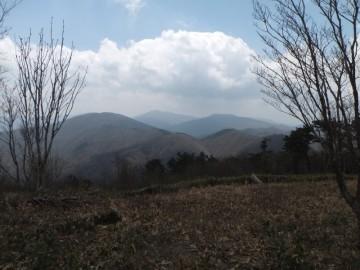 高岳山頂から恐羅漢山を望む