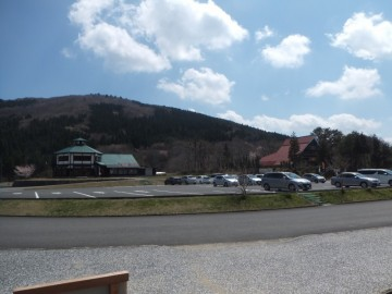 南登山口の駐車場など