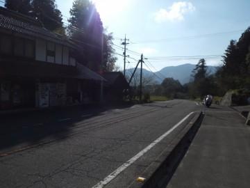 県道40号線の掛札バス停の所