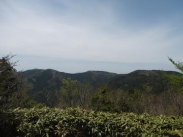 不溜山山頂からの景色。富栄山と乗幸山が望めます。