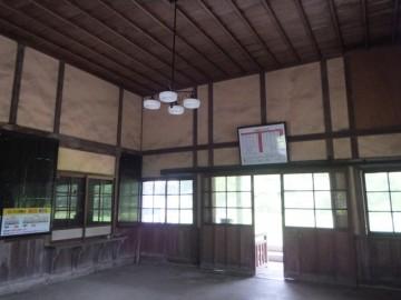 矢岳駅駅舎内