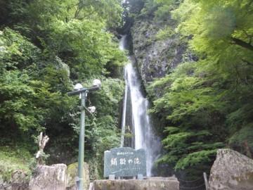 豪雨後の絹掛の滝
