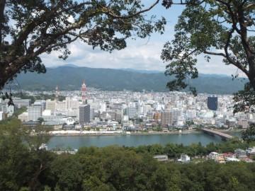 筆山公園駐車場から見る高知市街