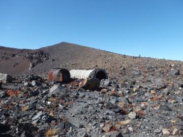 浅間山山頂付近にあるシェルター