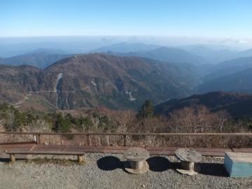 剣山頂上ヒュッテ前からの景色