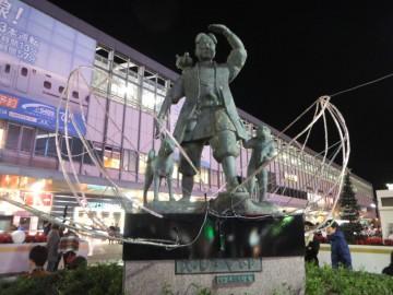 岡山駅前にある桃太郎像