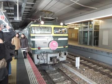 大阪駅10番ホームに停車中のトワイライトエクスプレス