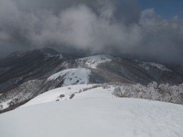 滝山への縦走路