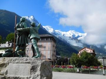 ソシュールとバルマの像とモンブラン