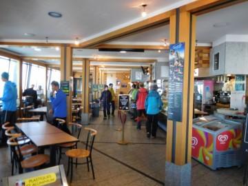 山頂駅部分にある展望抜群のカフェ
