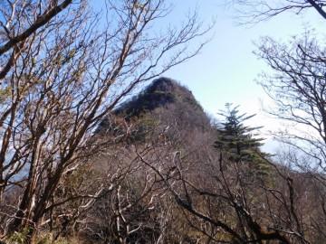 最初のピークから見る黒笠山