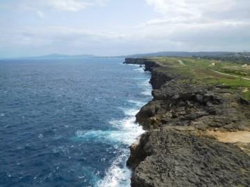 こちら側は断崖絶壁です。