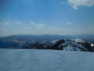 ギラガ仙山頂から南側の景色。