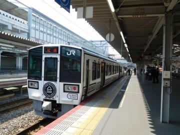 岡山駅に停車中のラ・マルしまなみ
