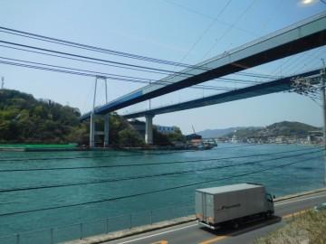 唯一海を望めるのは、尾道駅に着く直前です。スピードを落としてくれます。