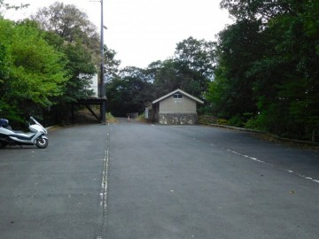 篠山登山口の第一駐車場