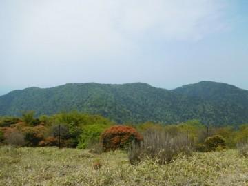 三本杭山頂から望む八面山