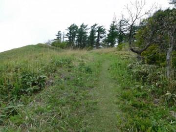 岩倉山への登山道