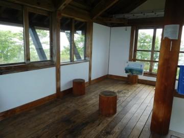 避難小屋の2階の部屋