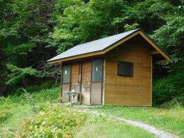 鳥倉登山口のトイレ