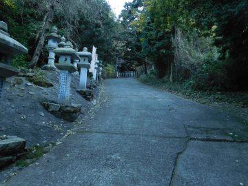 奥の院までの舗装路