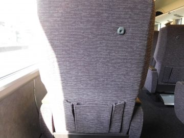 座席の背面