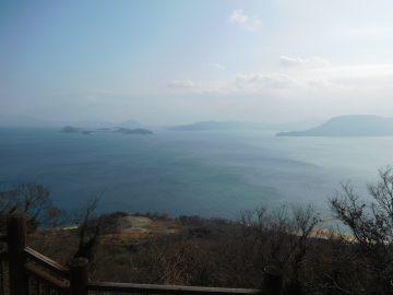 鷲ヶ峰展望台から東を望む