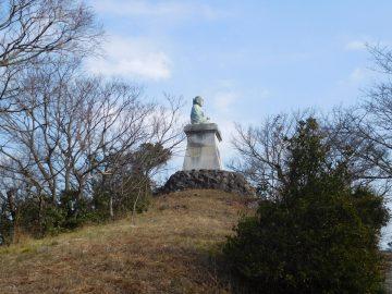 日蓮山の日蓮上人像
