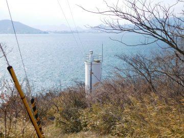 岬の白灯台
