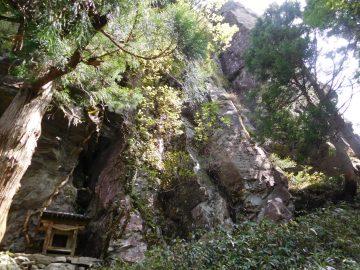 三坂大明神と立岩