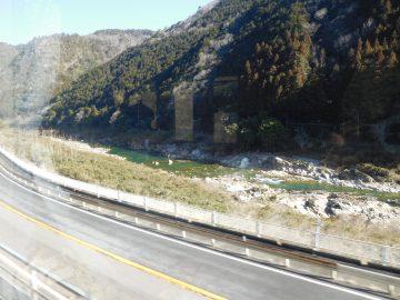 飛騨川沿いの景色