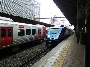 883系青いソニック
