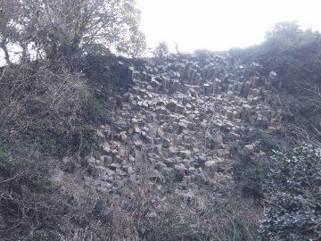 玄武岩の柱状節理