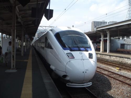 長崎駅に停車中の白いかもめ