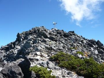 立山方面からの道との合流点。山頂はすぐそこです