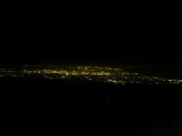 早月小屋の部屋からみた富山の夜景。