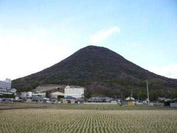 西川から眺めた讃岐富士