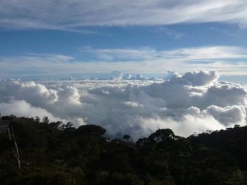 ラバンラタレストハウスのテラスからの雲海